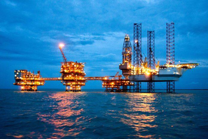 Migas Indonesia, Antara Kesenjangan dan Investasi • Petrominer